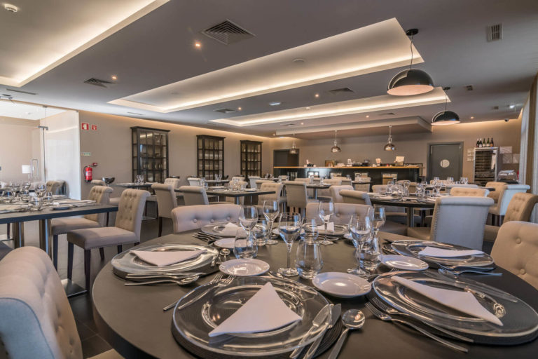 casa-do-adro-hotel-content16-restaurant-110-hdr